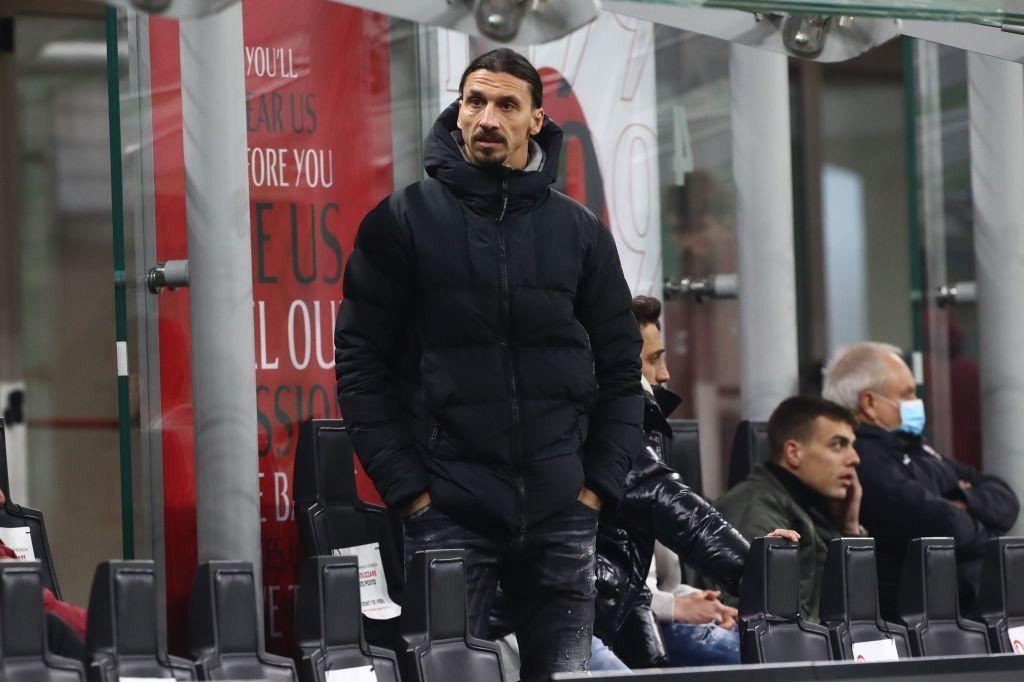 Ibrahimovic bị tắc đường, liều mạng đi 'xe ôm' kịch tính như phim