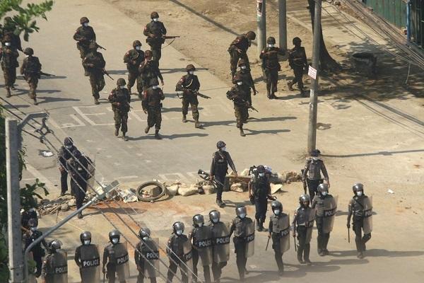 Cảnh sát Myanmar dùng lựu đạn hơi cay trấn áp người biểu tình