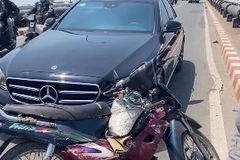 Hành động bất ngờ của chủ xe Mercedes khi tông trúng xe máy chuyển làn ẩu