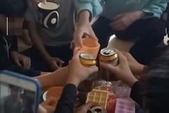 Sở GD-ĐT Thanh Hóa lên tiếng về clip cô giáo cổ vũ học trò uống bia