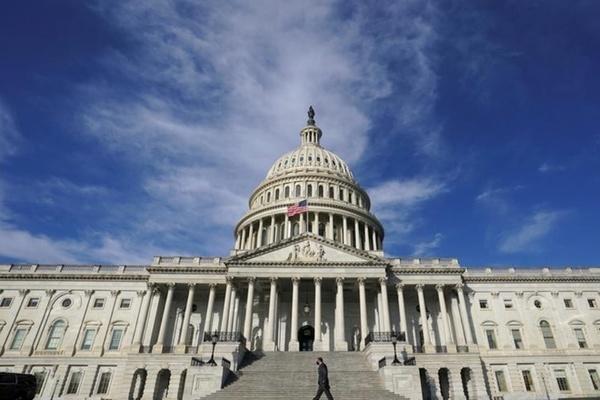Thượng viện Mỹ duyệt gói cứu trợ khổng lồ, Tổng thống Venezuela tiêm vắc-xin Covid-19