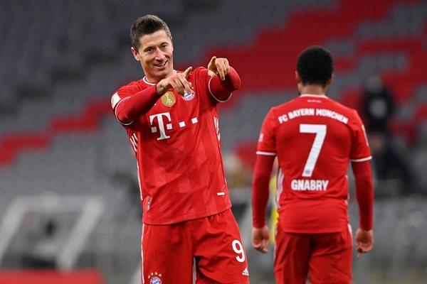 Lewandowski lên đồng, Bayern ngược dòng khó tin trước Dortmund