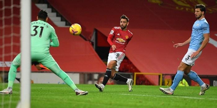 Bruno Fernandes bật lại những chỉ trích trước derby Manchester