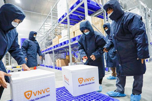 Hai chuyến bay chuyển vắc xin AstraZeneca từ TP.HCM ra Hà Nội
