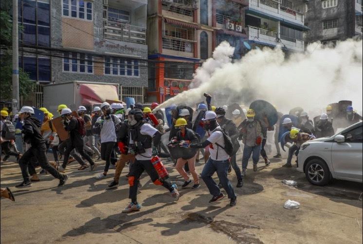 Biểu tình lớn ở Myanmar, hàng chục nghìn người xuống đường