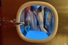 Khách sạn lạnh lùng: Robot pha cà phê, người máy dọn vệ sinh