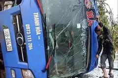 Lật xe giường nằm, 19 người bị thương