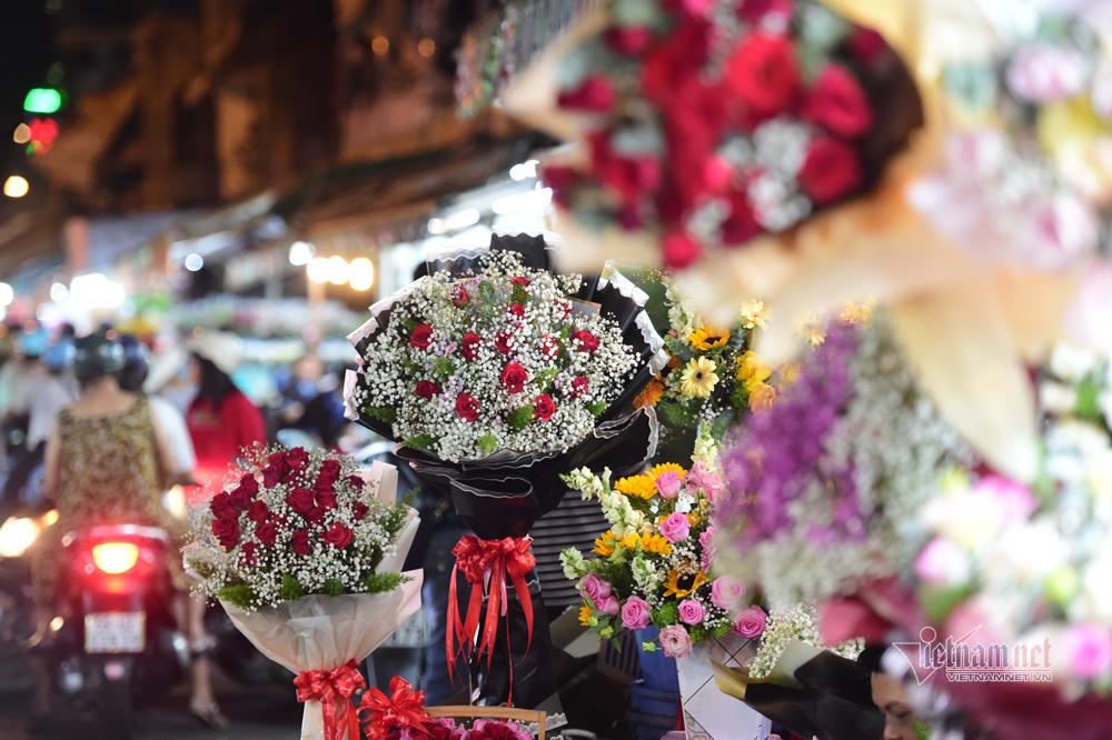 Trai xinh gái đẹp đổ về chợ hoa lớn nhất Sài Gòn dịp lễ 8/3