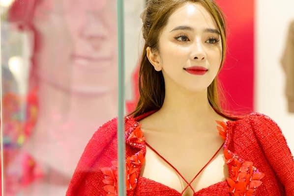 Quỳnh Nga 'Cá sấu chúa' quyến rũ với váy đỏ
