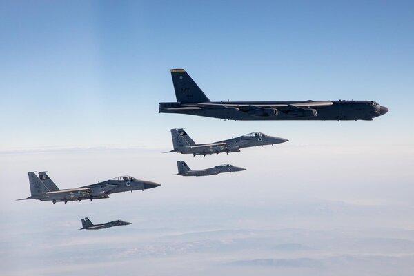 Máy bay chiến đấu Mỹ-Israel phô diễn sức mạnh trên không