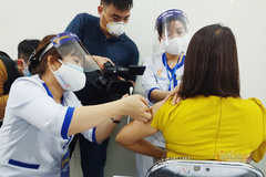 Việt Nam bắt đầu chiến dịch tiêm vắc xin lớn nhất từ trước đến nay