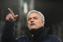 Mourinho đáp trả: Tottenham chơi tiêu cực mà ghi 100 bàn đấy!