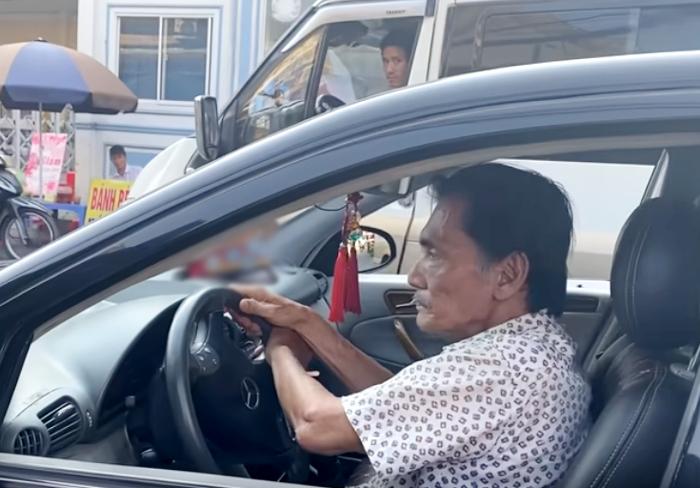 Nghệ sĩ Thương Tín tập lái xe trước khi về quê