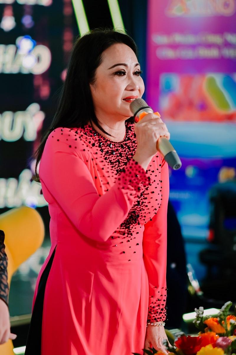 Thanh Hằng từng từ chối đề nghị làm show của Hoài Linh