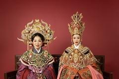 Khánh Vân cùng NSND Bạch Tuyết hóa thân Thái hậu Dương Vân Nga