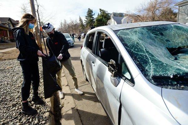 Bạo loạn bên ngoài trường đại học Mỹ