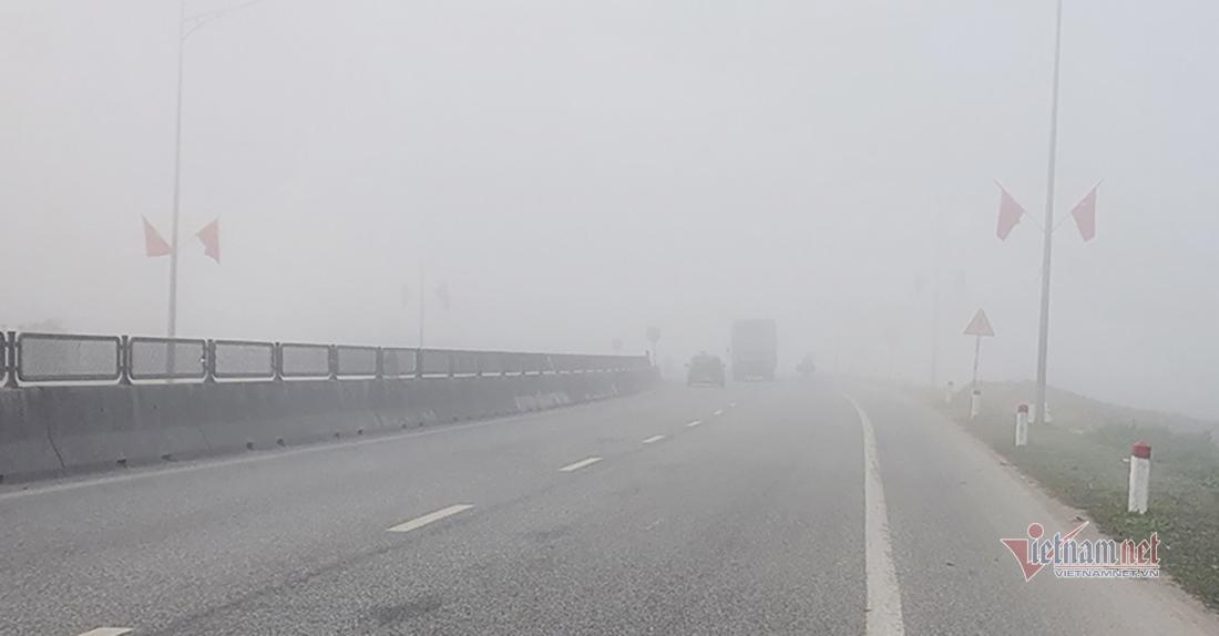 Sương mù dày đặc bủa vây nhiều cung đường ở Nghệ An