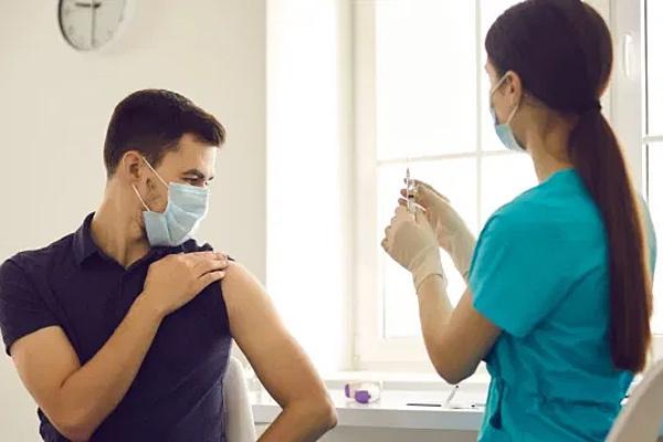 Hành động không nên làm 2 giờ trước và sau khi tiêm vắc xin Covid-19
