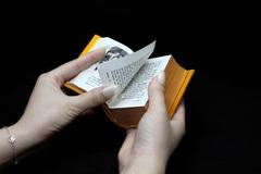 Bộ sách lột tả góc khuất trong ngành Y và tôn vinh giá trị cốt lõi của thầy thuốc