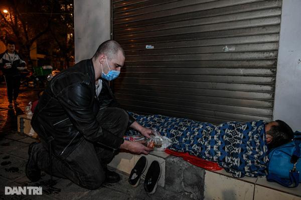British man provides help to Hanoi's homeless people
