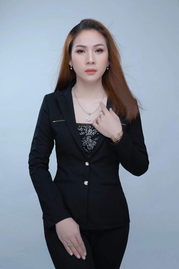 Chọn đồ công sở 'sang chảnh' ở shop Nguyễn Thị Thuỳ Dương