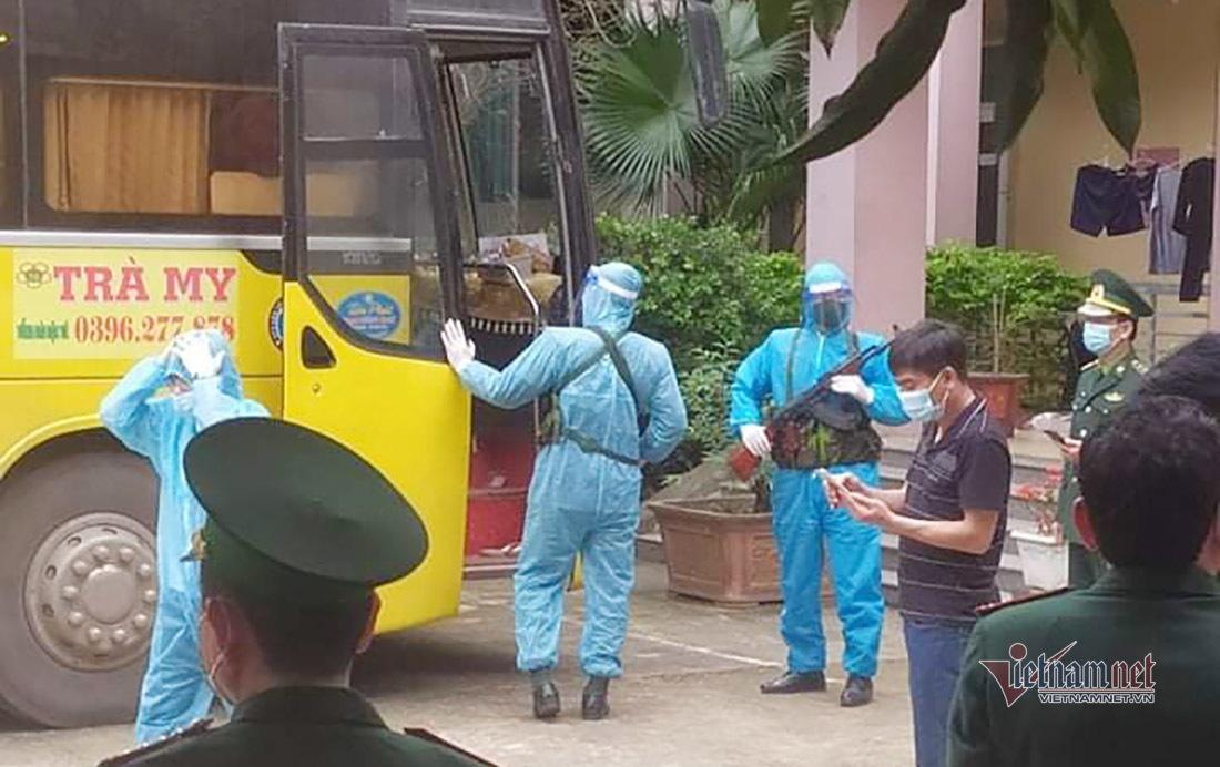 Dừng xe khách chở 53 người Trung Quốc nhập cảnh trái phép