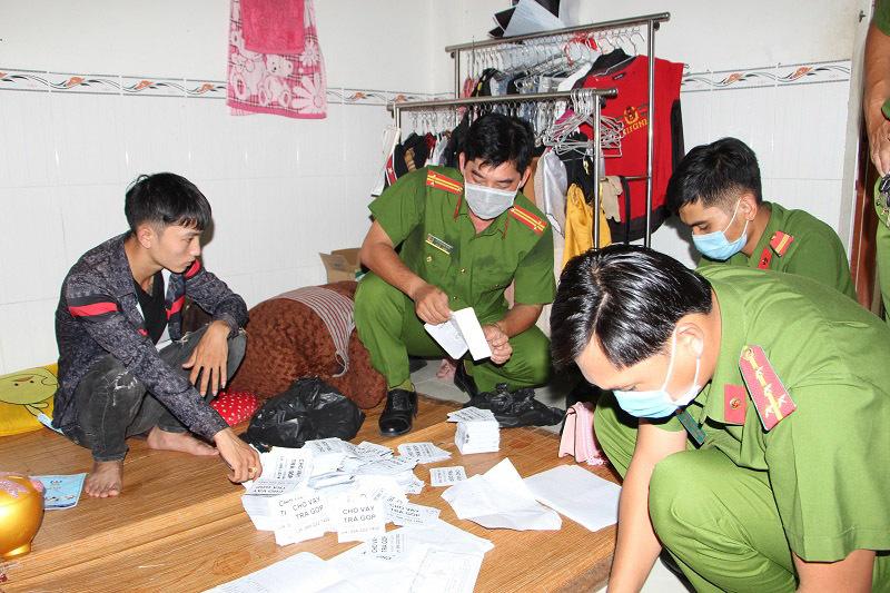 Bắt 9X cho vay nặng lãi ở An Giang, thu giữ hơn 6.000 tờ rơi