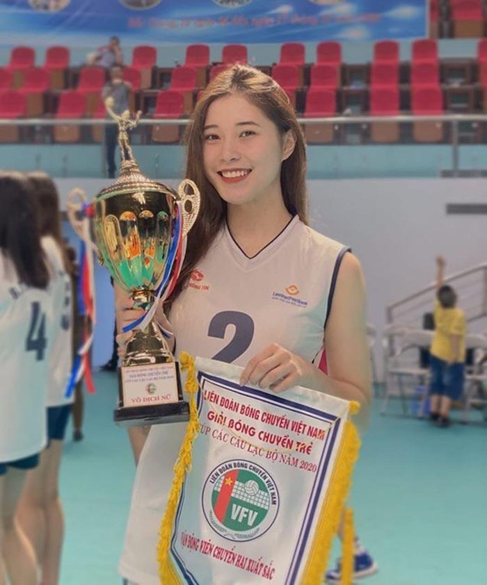 Đặng Thu Huyền: Ngã rẽ tuổi 19 của hot girl bóng chuyền