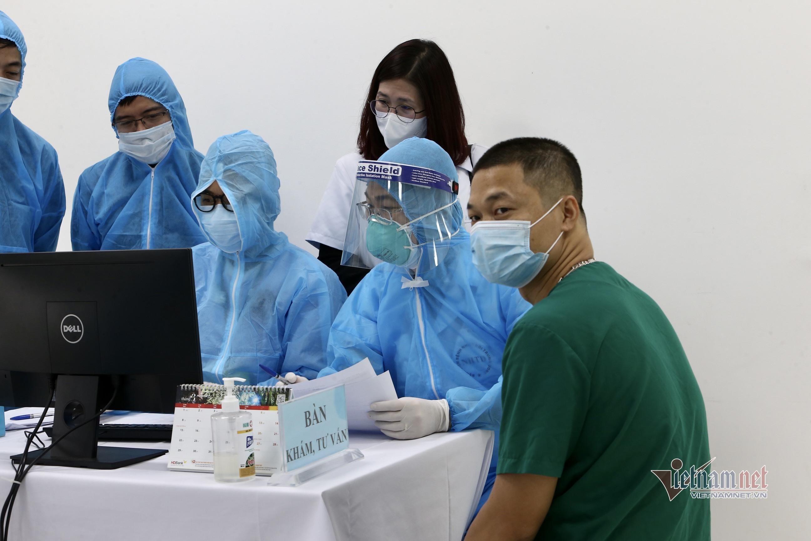 Năm người xuất hiện phản ứng  phụ sau tiêm vắc xin Covid-19