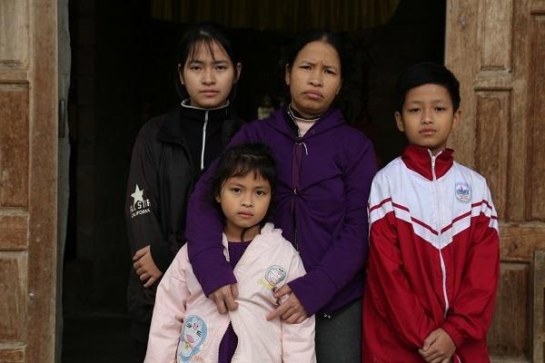 NSND Tự Long chạy thục mạng giữa trời lạnh giúp người phụ nữ nghèo