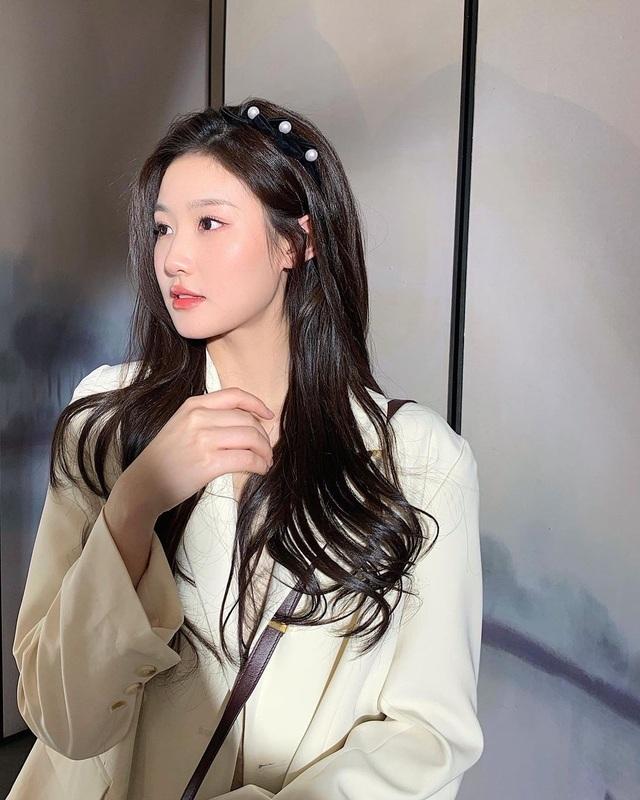 9X Trung Quốc bỗng nổi tiếng vì giống 'thần tiên tỷ tỷ' Lưu Diệc Phi