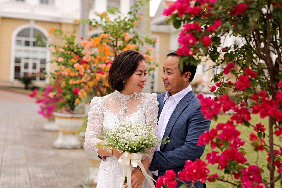 Giám đốc từng qua 'một lần đò' cưới vợ xinh sau 2 tháng hẹn hò