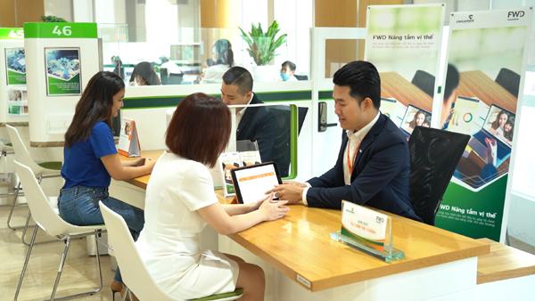 Gần 600 điểm giao dịch Vietcombank phân phối sản phẩm 'FWD Nâng tầm vị thế'