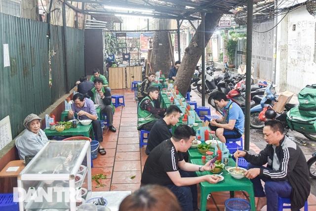 Đặc sản khách Tây 'khóc thét', người Việt chen chân xếp hàng thưởng thức