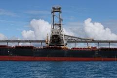 Tàu chở than Australia lênh đênh hàng tháng trời vì Trung Quốc