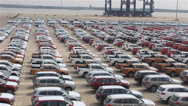 Xe nhập giảm thê thảm, toàn thị trường ngóng chờ xe mới