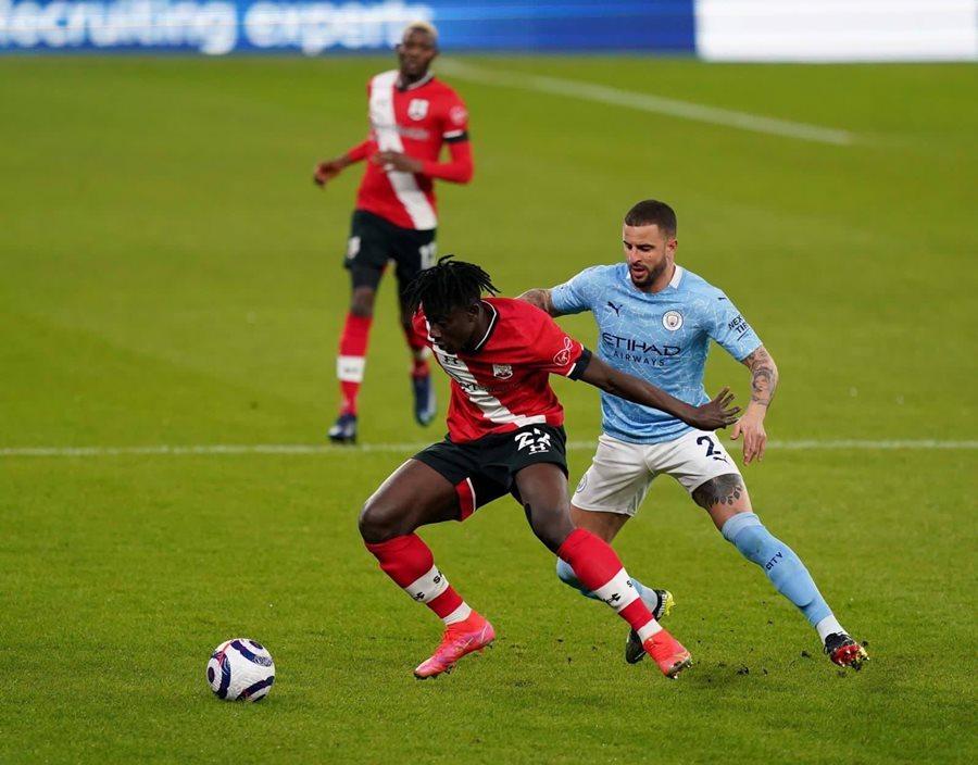 Nhấn chìm Southampton, Man City cho MU 'hít bụi'