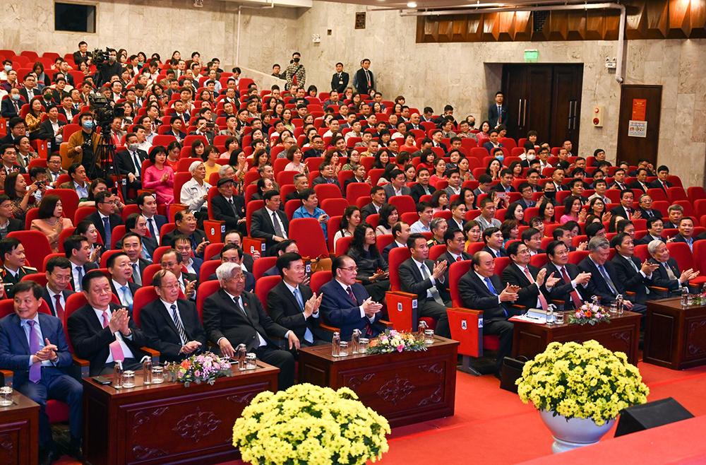 Thủ tướng yêu cầu báo chí tuyên truyền sâu rộng, quán triệt thực hiện Nghị quyết Đại hội XIII