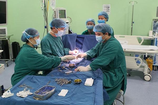 Bé 9 tuổi ở Hà Nội sưng mắt, không ngờ bị hỏng thận phải cắt bỏ