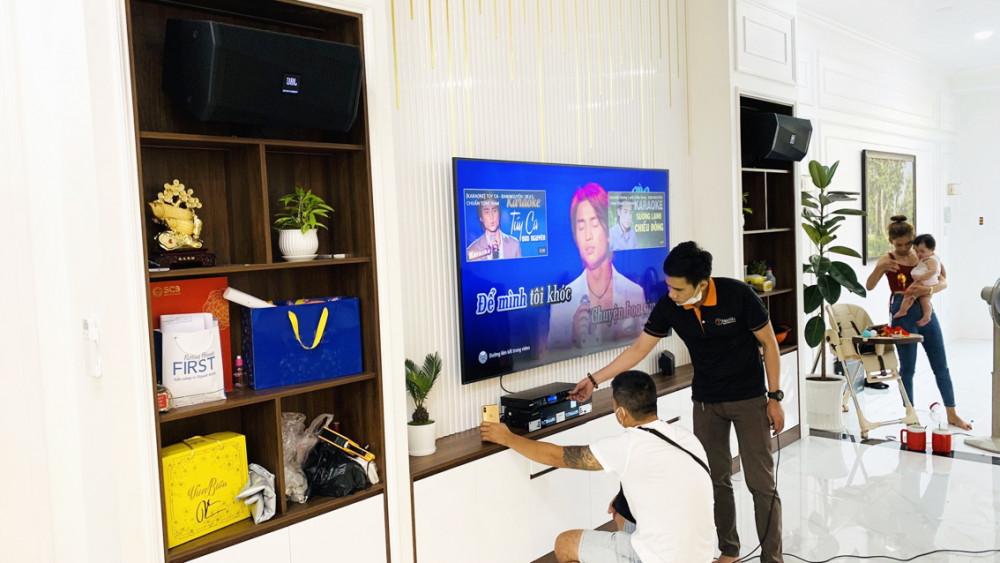 Chi tiền triệu làm phòng karaoke gia đình