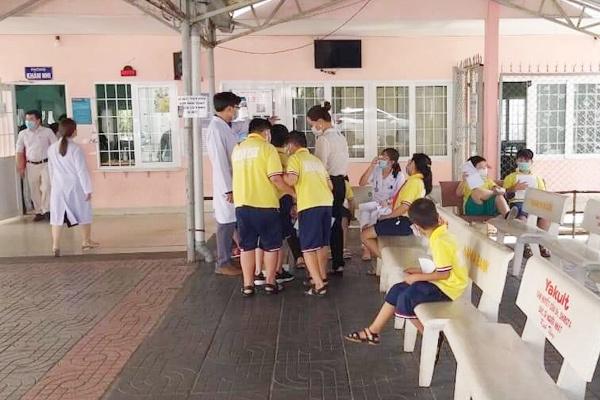 Nghi ngộ độc thực phẩm, khoảng 40 học sinh ở Vũng Tàu phải cấp cứu