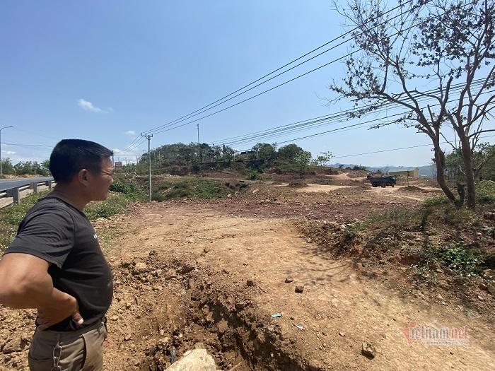 Vợ chồng ở Quảng Trị hiến 1.000m2 'đất vàng' cho công an xã xây trụ sở