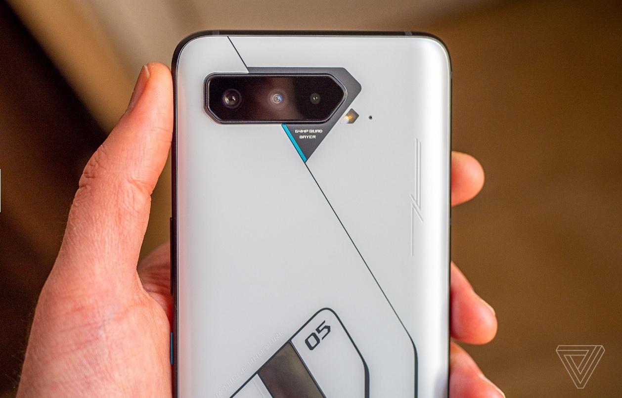 ROG Phone 5 RAM 18GB - smartphone 'quái vật' dành cho game thủ mạnh cỡ nào?