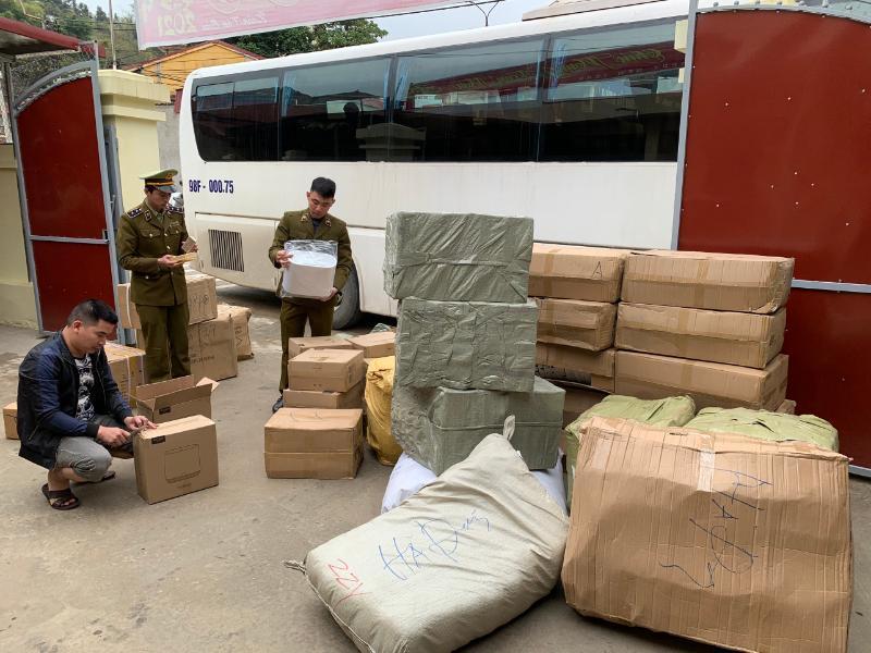 Phá kho hàng cực lớn tại Hưng Yên nghi nhập lậu