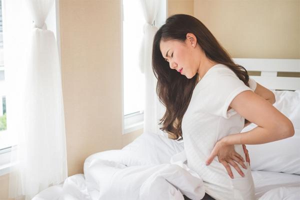 Các dấu hiệu đi kèm cơn đau lưng cảnh báo bệnh nguy hiểm