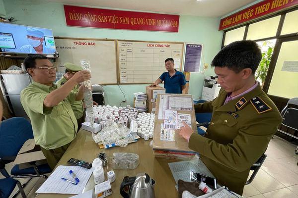 Bắt giữ lô dược phẩm lậu khổng lồ từ sân bay Nội Bài