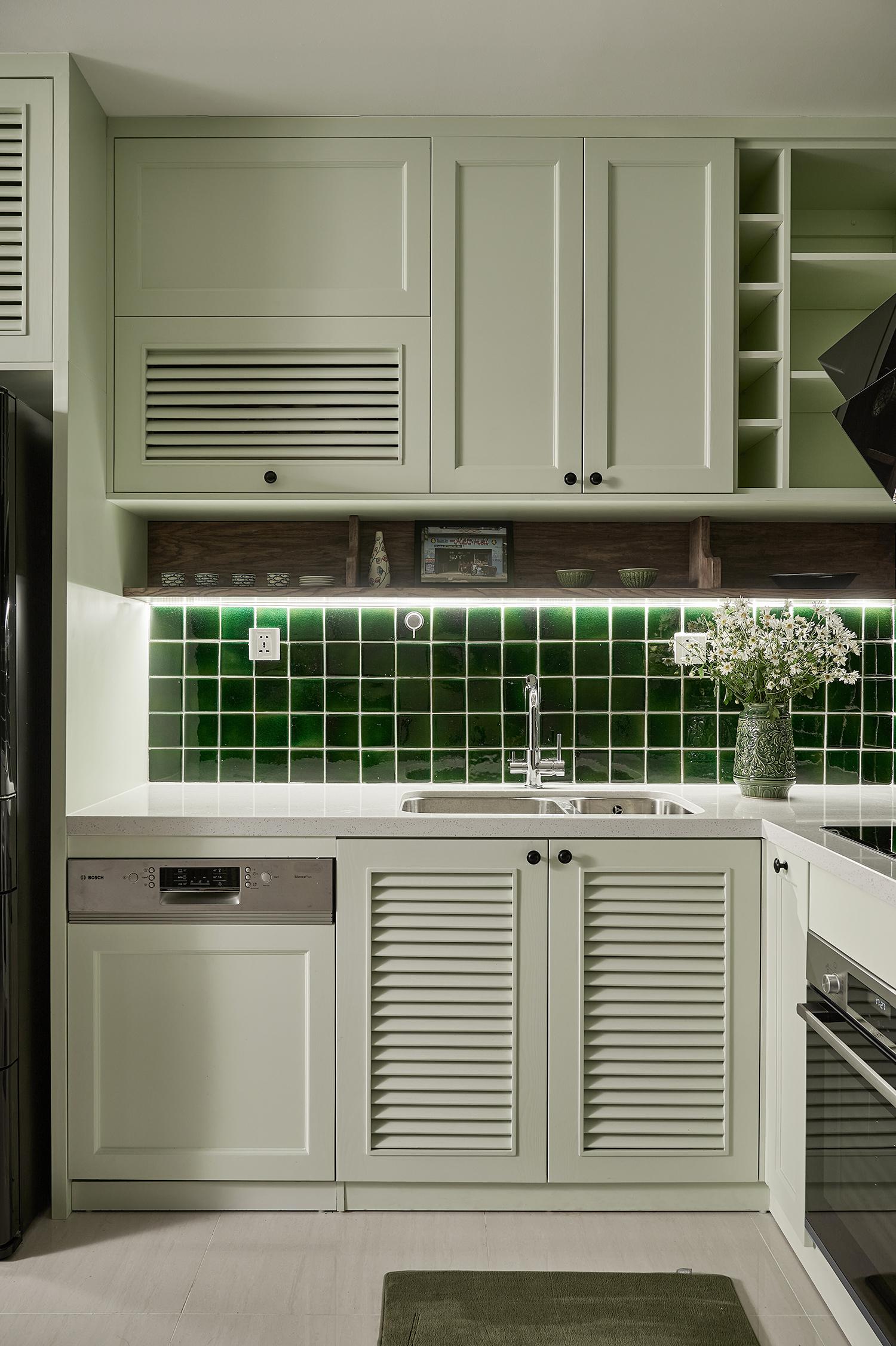 Mê mẩn căn hộ 55m2 màu xanh lá cho gia chủ thích hoài cổ