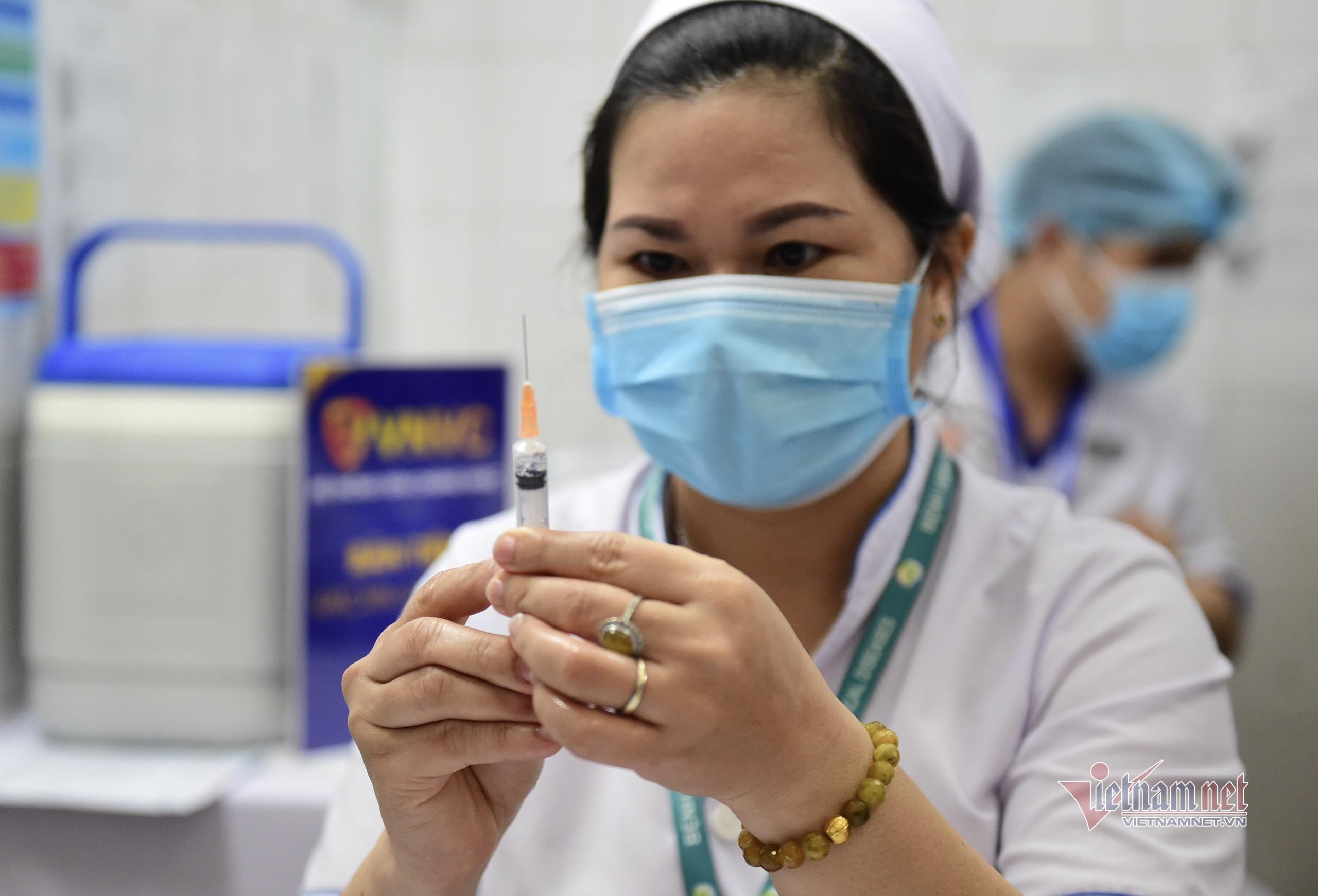 Thêm 4 người sốc phản vệ độ 2 sau tiêm vắc xin Covid-19 nhưng đã ổn định
