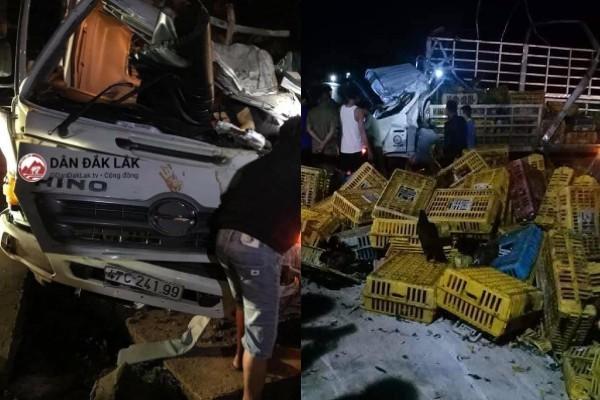 Xe tải chở gà lật bẹp dúm, tài xế cùng phụ xe tử nạn