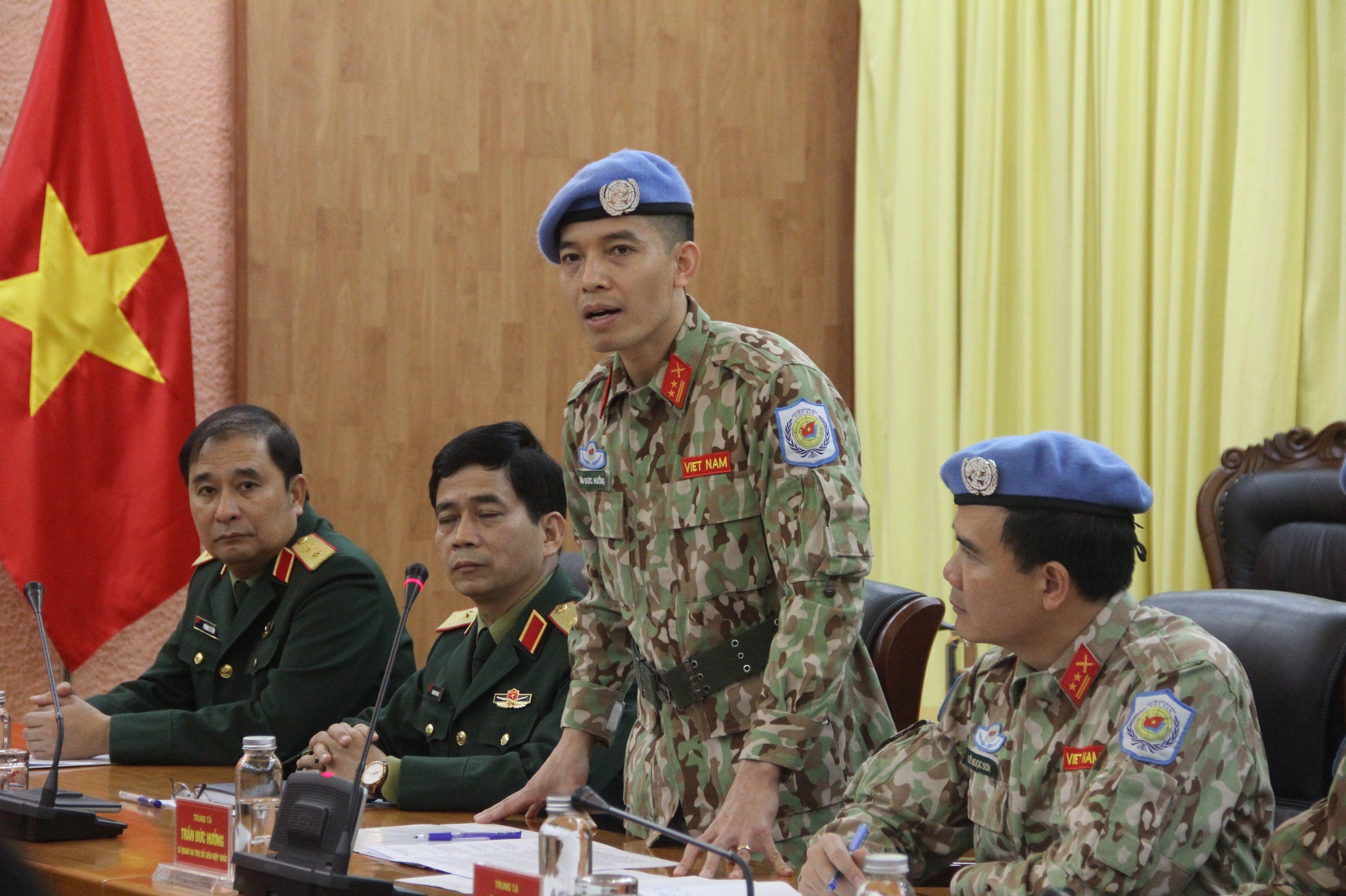Trao quyết định của Chủ tịch nước cho sỹ quan làm việc tại trụ sở Liên hợp quốc